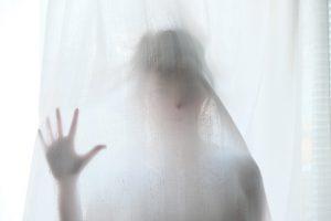 Miért nem engednek bennünket a halál misztériumához közelebb?